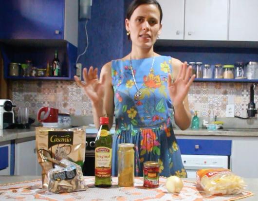 Ingredientes: macarrão de arroz, shitake desidratado, azeite de oliva virgem,