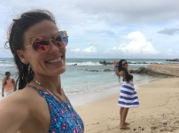 Eu com a roomie e o mar do Caribe! <3